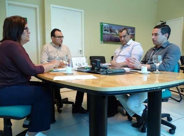 Representantes da Semace e do BNB em reunião