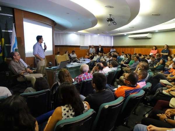 Representante da Cogerh tranquiliza sobre risco de rompimento de barragens no Ceará, em reunião no Coema