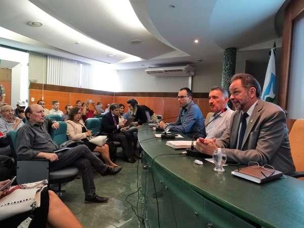 Mesa da audiência pública do Coema sobre a proposta de novo licenciamento ambiental
