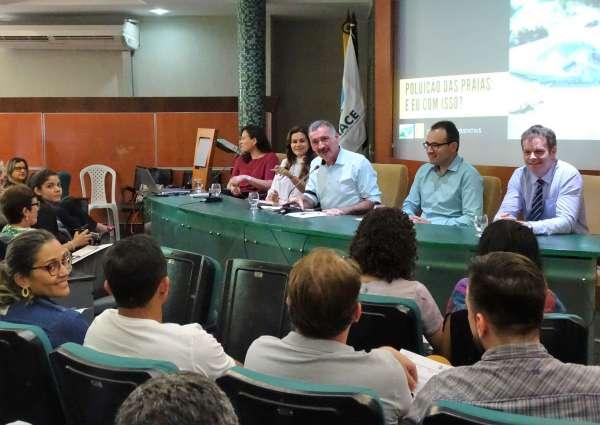 Mesa de autoridades na abertura da série de debates Diálogos Ambientais