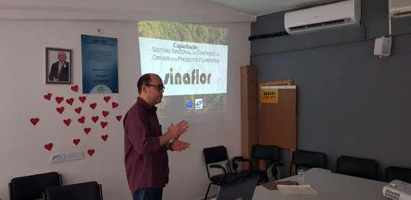 Técnico da Semace em palestra do Sinaflor Itinerante
