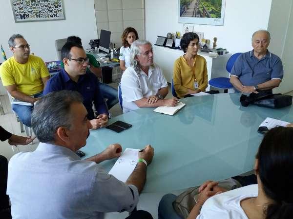 Representantes de entidades de meio ambiente em reunião sobre mancha de óleo