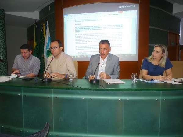 Mesa dirigente da reunião do Coema