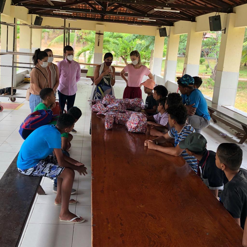 Solidariedade: em ação alusiva ao Dias das Crianças, Semace realiza entrega de brinquedos às crianças e adolescentes da Associação Beneficente O Pequeno Nazareno